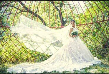 Платья в Токмак: Продою Бесподобное платье Со шлейфом 🥰3 д цветочками От известного