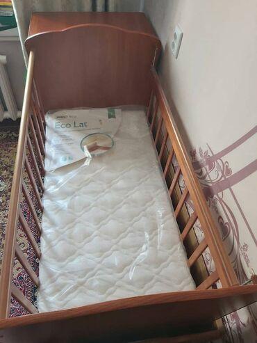 Кровать трансформер в хорошем состоянии. + Матрас в подарок