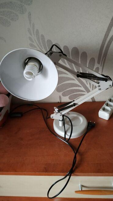 fotopolimernaja lampa besprovodnaja в Кыргызстан: Настольная лампа, хорошее состояние. Энергосберегающая лампочкп в