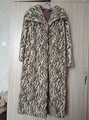 женское платье 52 в Кыргызстан: Продаю женскую шубу искусственный мех размер 50-52