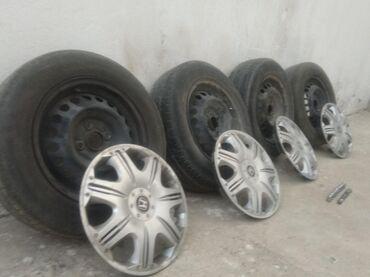 колпак на диски в Кыргызстан: Хонда фит Б/у Диск + шины лето 165/70/14 (3штук) Колпаки 14р Гайки 16