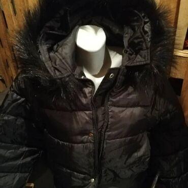 Jakna sa prirodnim krznom - Srbija: Nova postavljena jakna placena 100eur sa prirodnim krznom