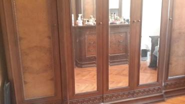 шкаф в зал в Азербайджан: ПРОДАЮ-- ЗА 1.500 ОГРОМНЫЙ ШИФОНЬЕР С 5 ТЬЮ ДВЕРКАМИ--- ОДНА ЧАСТЬ