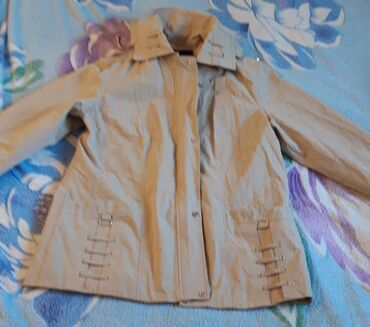 Куртки - Бежевый - Бишкек: Продаю куртку 50-52 размер. В идеальном состоянии