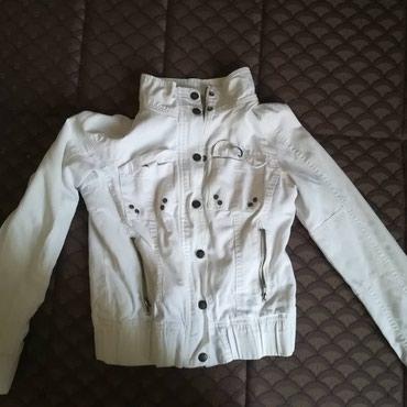 Bela jakna, mislim da je materijal nesto kao teksas, ima postavu. - Kragujevac