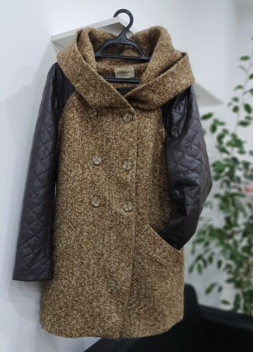 Пальто в хорошем состоянии. Размер M-L