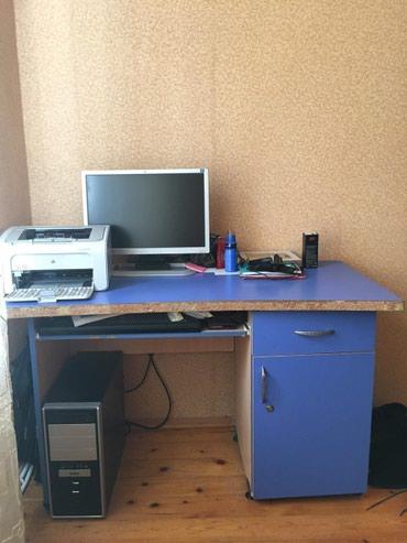 Bakı şəhərində Kompyüter stolu. Çox keyfiyyətli və uzunömürlüdür.