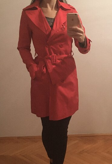 Crveni mantil, kao nov nosen par puta, suskavi materijal, velicina 36 - Belgrade