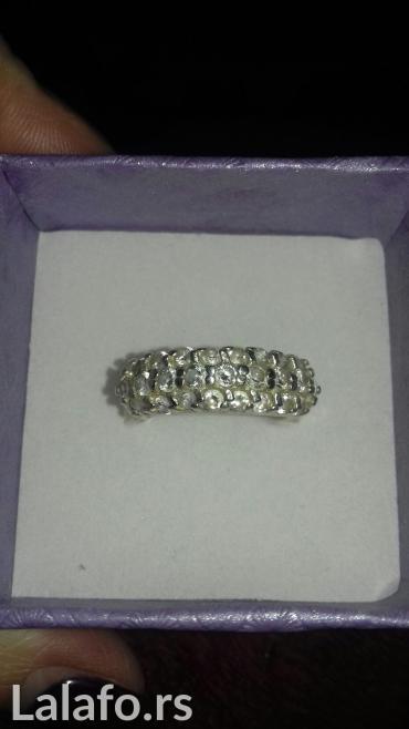 Prodajem masivni srebrni prsten sa cirkonima. Srebro 925. - Sremska Kamenica