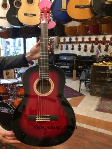 Bakı şəhərində Rivertone klassik gitara,canta hediyye verilir.
