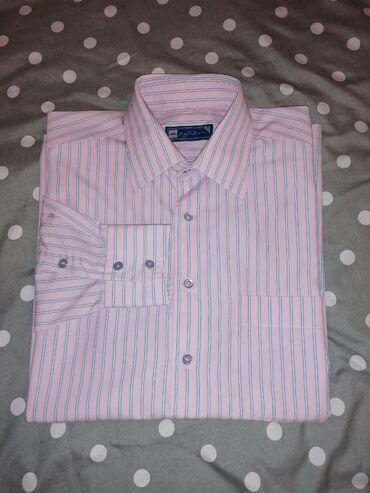 MONTOBENE muška košulja dugih rukava. U osnovi nežno roze. Vel XL