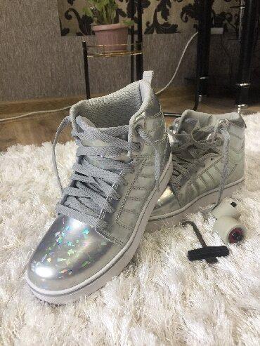 Женская обувь в Токмак: Шикарные кроссовки «Heelys» 38 р., утепленные, покупали в США, одевали