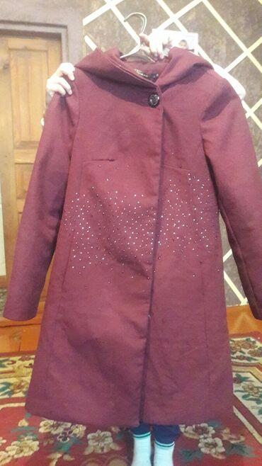 Продажа квартир в сокулуке - Кыргызстан: Пальто и куртка в хорошем состоянии продаю две за 600 сом