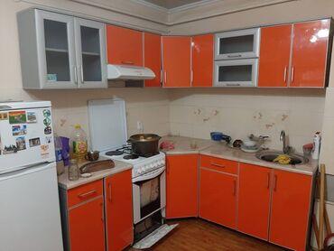 Гарнитуры в Кыргызстан: Кухонный гарнитур  Цвет: Оранжевый  Материал: Акрил  Общая длинна: 4 м