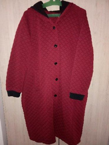 женское пальто бордо в Кыргызстан: Продаю пальто, материал текстиль,внутри на флисе, демисезонное,цвет