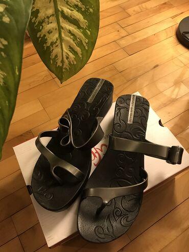 Ipanema japanke srebrno crne visina potpetice 4,5cm veličina 41