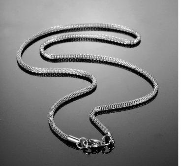 Kvalitetna ogrlica od čelika veoma lepa i elegantna ( dužina  70 cm. - Novi Sad