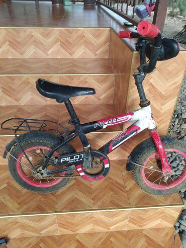 28 elan | İDMAN VƏ HOBBI: 3-5yas uşaq üçün 12lik velosiped.Oturacaq cexolu qopub ve topu