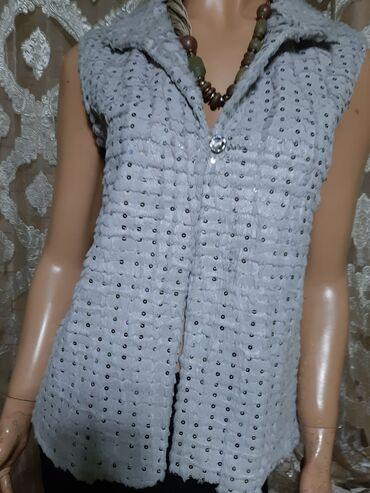 Ženska džemperi - Srbija: Prelep nov krzneni prsluk sa plisem iznutra,ukrasno dugme i sitni