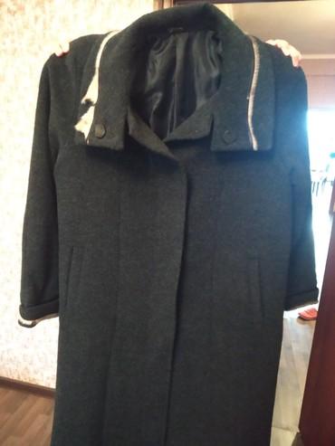 qadınlar üçün uzun palto - Azərbaycan: Palto yasli qadin ucun 1 2 defe geyinilib tezedirRusiyanindir54 56
