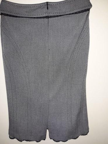Prelepa suknja,sa uskom cipkom na donjoj ivici i oko pojasa...nosena - Smederevo