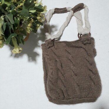 Neobična torba od vune dimenzija širina 27 cm, visina 35 cm širina