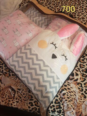 Бортики в кроватку розовые 700, голубые не хватает 3 подушки, подходит