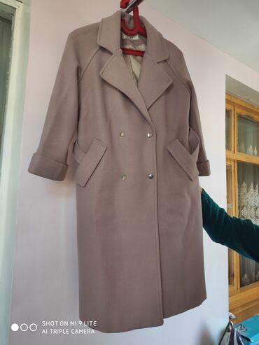 Qadın üçün palto yaxşı veziyetdedir razmeri M razmerdir.Uzunlugu 104sm