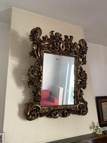 Καθρέφτης με ξύλινη κορνίζα σε χρυσό χρώμα