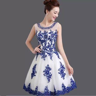 Prelepa svecana haljina. Nosena samo jednom. Ima umetke za grudi. S