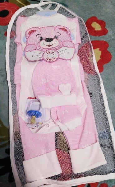 набор для новорожденных в Кыргызстан: Продаю костюм для новорожденных. В наборе: боди, слюнявчик, кофта с