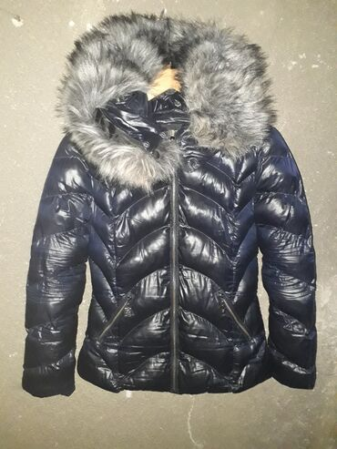 Prodajem kao novu zimsku jaknu sa krznenom kapuljačom,teget boje koja