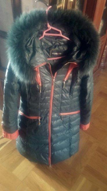 женские ветровки с капюшоном в Азербайджан: Куртка~ пуховик~ мех натуральный на капюшоне~ в идеальном состоянии~