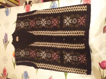 женское платье 54 в Кыргызстан: Женская безрукавка.Индийская.Размер 54.Цена 1000.Очень тёплая