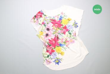 Женская одежда - Украина: Жіноча футболка з квітковим принтом     Довжина: 64 см Рукав: 16 см На