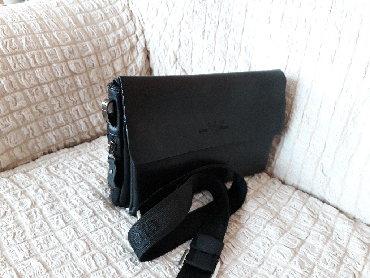 женские леггинсы со вставками в Азербайджан: Наплечная сумка со множеством отсеков. Малоиспользованная.Цвет черный