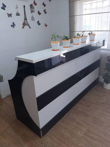 кюлоты длинные в Кыргызстан: Продаю ресепшн и шкаф материал акрил длина 2,2 самовывоз