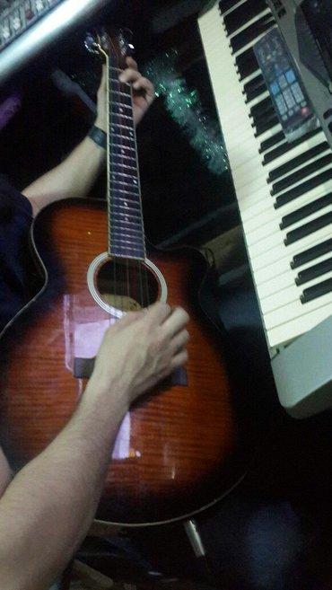 Bakı şəhərində Elektro akustik gitara  yenisi 500manatdır.  model : extreme