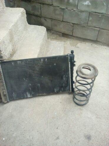 Auto delovi - Srbija: Prodajem hladnjak motors za pezo 306 I oprugu amortizera sa soljom