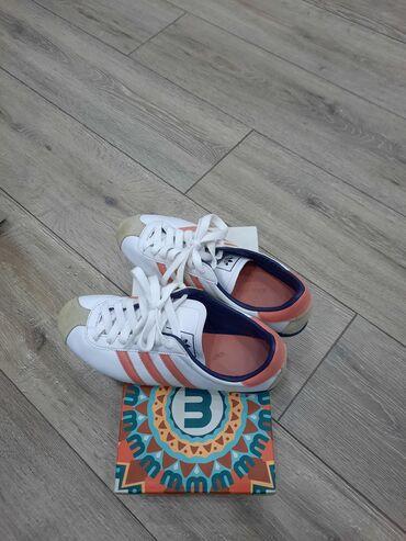 Женские Красовки Adidas оригинал  размер  37.5  Б/У
