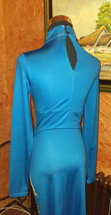 Atraktivna nova haljina, dezen je slican Versace, velicina s ali