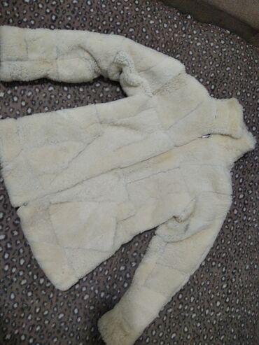 Bunda od prave vune -Nikad nosena, potpuno nova.Velicina odgovara za M