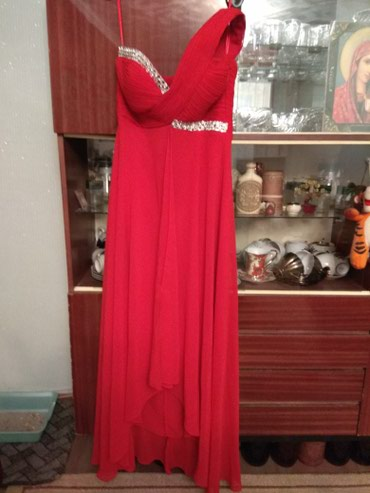 Новое платье,размер 2, одевали один раз в Бишкек