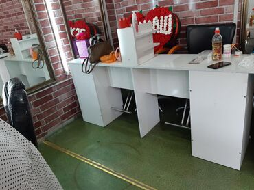 Маникюрный стол двойной.Кушетка.Стилаж.цена договорная
