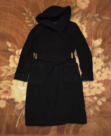 Зимнее пальто с капюшоном качество и состояние отличное носили мало