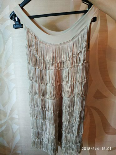 Bakı şəhərində Платье новое размер 36 ткань полиэстр  цвет бежевый