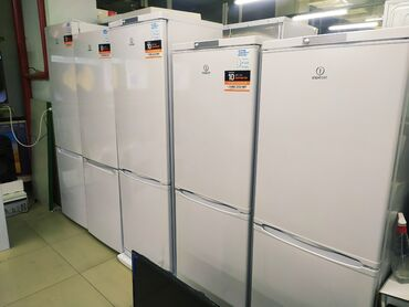 бу морозильная камера в Кыргызстан: Новый Двухкамерный Белый холодильник Indesit