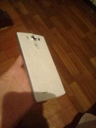 Рабочий телефон только нет батареи экран треснут чуть на фото видно пр