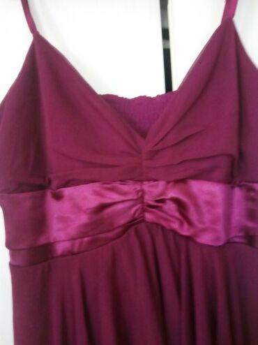 Haljine   Bogatic: Svecana haljina. Od kvalitetnog materijala i modernog kroja. Model je