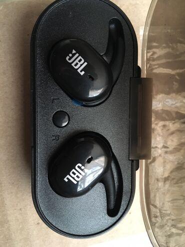 Новый сенсорный наушник . Цена 1000 сом . Ни разу не был в использован